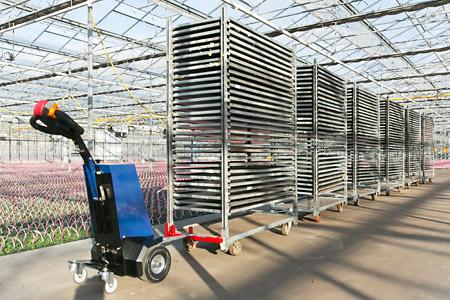 El H400® es un remolcador eléctrico que puede ser utilizado para tirar de cargas pesadas, tales como carritos de transporte, contenedores rodantes, caravanas, camas de hospital, carritos de correo, contenedores de basura, carritos de compra, carritos de aeropuertos, etc.